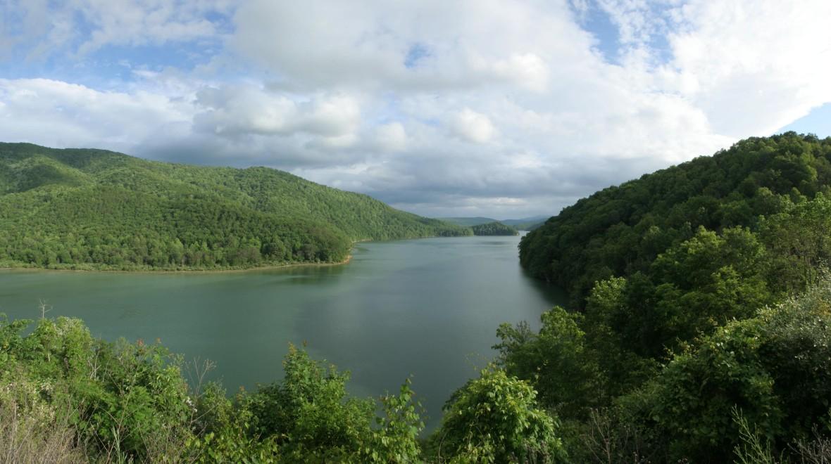 Lake Moomaw-pan01